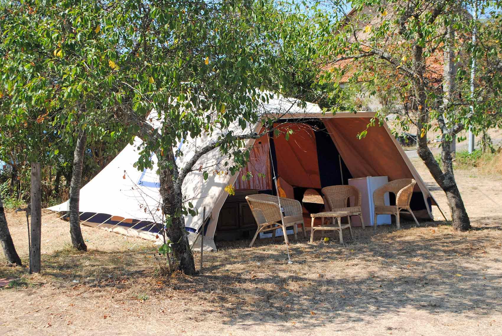 Camping De Waard.Camping De Waard En Tunneltenten Brenazet